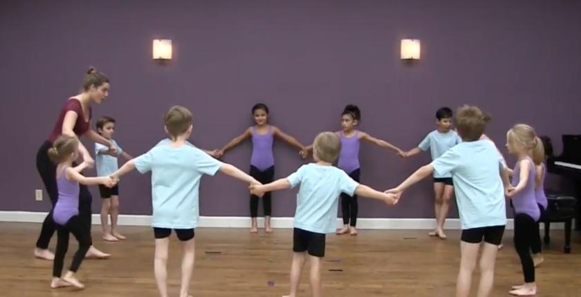 Dance performance of Champs des fleurs